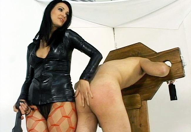 Victroria Sin Spanking Her Malesub